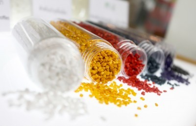 Injection Molding Plastic using colorful polymer granules
